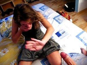 Novinha se engasgou com gozada dentro da boquinha - http://kabinedasnovinhas.com