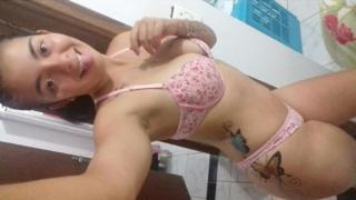 Loirinha brasileira dando o cu apertadinho