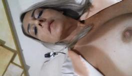 Fernanda coroa gostosa nua deitada na cama