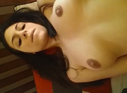 Livia ninfeta da xoxota greluda se masturbando