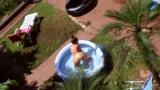 Flagra minha vizinha novinha na piscina
