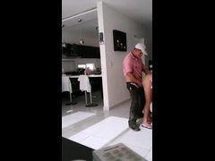 Esposa safada traindo o marido com o pintor