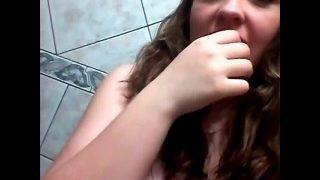 Novinha safada e tímida mostra a pepeca gostosinha