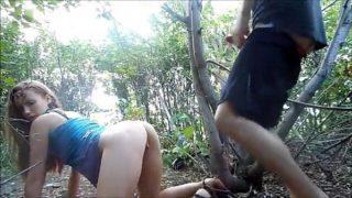 Galega novinha dando o cu no mato pro namorado